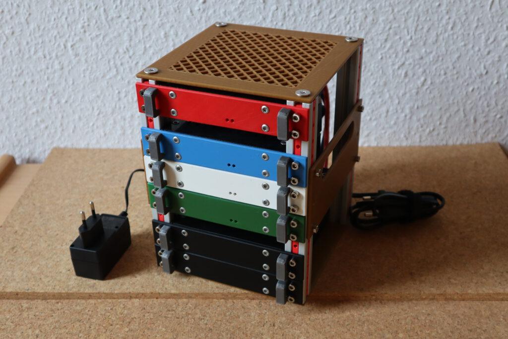 Raspberry Pi Rack fertig aufgebaut